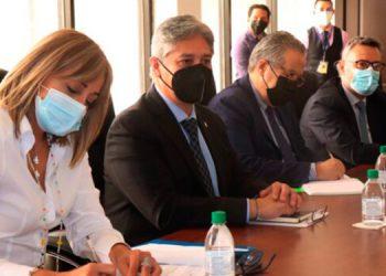 La delegación de la UE durante la reunión en la Cancillería hondureña.
