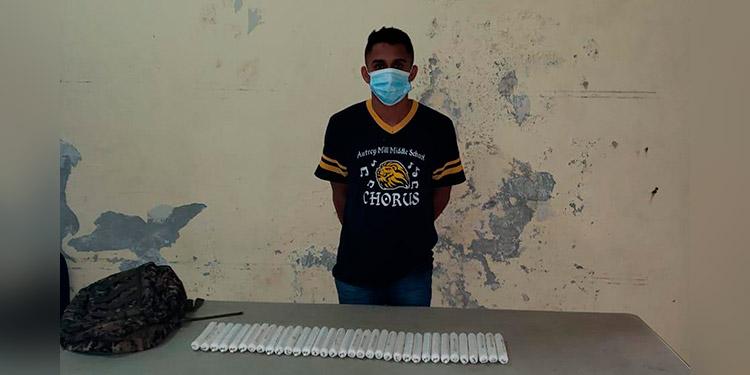 """El 16 de junio pasado se detuvo a Darwin Alexander Dávila, en posesión de 34 cartuchos de explosivo """"Emulex""""."""