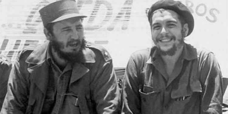 Fidel Castro y el Che Guevara,