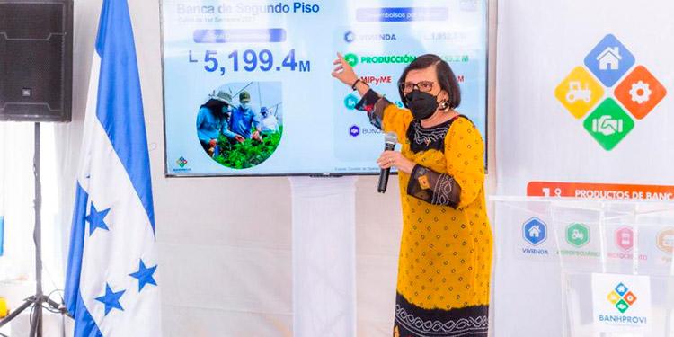 Mayra Falck, presidenta del Banhprovi, aseguró que más de 5,200 millones de lempiras desembolsó el organismo en préstamos de enero a junio de este año.