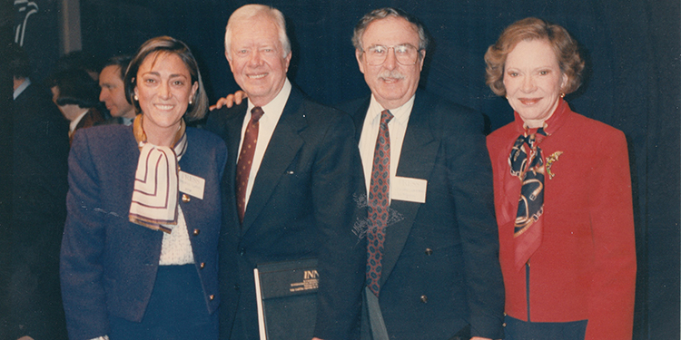 De Izquierda a derecha, María Luisa Azpiazu, Jimmy Carter, Jacobo Goldstein y Rosalynn Carter