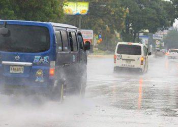 Hasta 20 milímetros de agua caen en la capital.