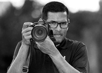 El fotógrafo Marcio José Sánchez nació en la norteña ciudad de San Pedro Sula, Cortés y junto a su familia migraron de forma legal a Estados Unidos, a principios de la década de 1980.