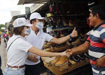 El candidato Nasralla llevó a cabo ayer caravanas y caminatas desde la entrada de la ciudad de Choluteca.