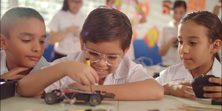 """El objetivo final de la estrategia colaborativa de implementación del programa """"Educación Responsable"""" será la """"Certificación de los Centros""""."""