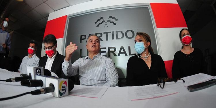 El CCEPL, que preside el candidato presidencial liberal, Yani Rosenthal, exigirá transparencia en los actos de vacunación.