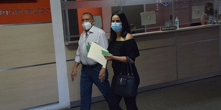 Porfirio Lobo Sosa llegó al MP a pedir que no detenga las investigaciones que hacen sobre él.