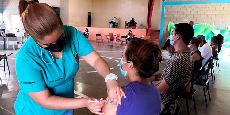 La jornada de vacunación en Danlí ha transcurrido en orden y con una afluencia positiva de la población priorizada.