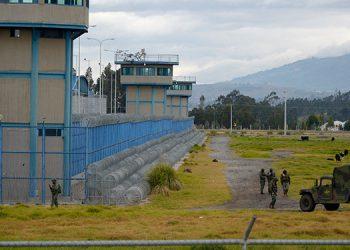 Las autoridades ecuatorianas confirmaron la muerte de 21 reclusos y decenas de heridos como consecuencia de enfrentamientos entre bandas rivales. (LASSERFOTO  AFP)