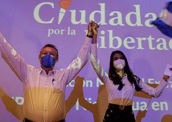 La Alianza Ciudadanos por la Libertad de Nicaragua anunció que el exguerrillero, Óscar Sobalvarro, y la exreina de belleza Berenice Quezada, encabezarán su fórmula. (LASSERFOTO AFP)