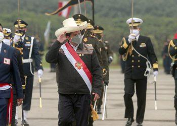 El presidente de Perú, Pedro Castillo, juramentó como jefe de gabinete a Guido Bellido, un ingeniero sin experiencia y al exguerrillero Héctor Béjar como encargado de la diplomacia. (LASSERFOTO AFP)