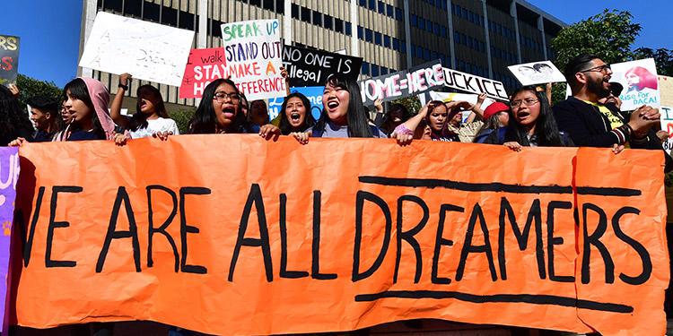 """Los """"soñadores"""" destacaron que ya no es tiempo de """"excusas"""" y que lo """"único"""" que a día de hoy puede proteger de la deportación a los """"soñadores"""", es una vía a la ciudadanía. (LASSERFOTO AFP)"""