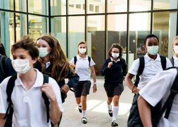 La dotación de todo el equipo de bioseguridad como mascarillas para docentes y alumnado, en el caso de las escuelas públicas corresponderá a la Secretaría de Educación.