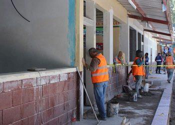 Con préstamo del Banco Mundial empiezan a reconstruir escuelas dañadas por las tormentas tropicales.