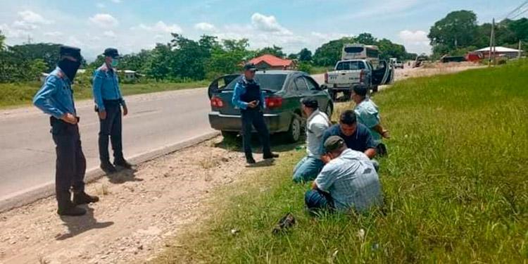En una rápida acción policial, agentes policiales capturaron a los cuatro sujetos acusados de meterse a robar a casas en Santa Rita, Yoro.