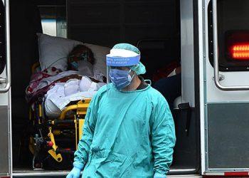 La economía avanza a medio vapor ante el temor que causan los contagios y muertes por las variantes del COVID-19.