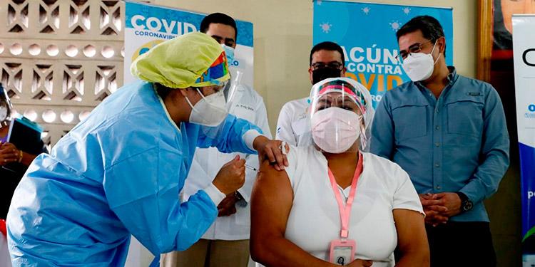 El presidente de la Aneeah, Josué Orellana, señaló que la vacunación contra el COVID-19 en su gremio ha disminuido los contagios y las muertes.