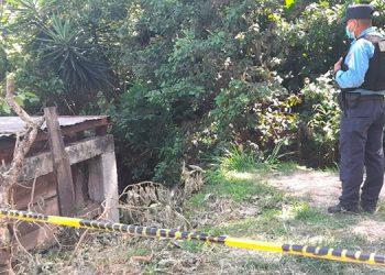 Supuestamente el hombre fue herido de bala y en un intento por salvar su vida se lanzó al fondo de una quebrada, muriendo desangrado.