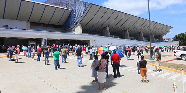La jornada de vacunación se llevó a cabo en la Villa Olímpica y en el Polideportivo de la UNAH.