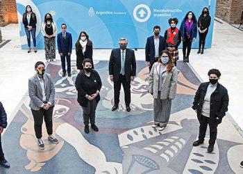 Durante la ceremonia, celebrada en el Museo del Bicentenario de la Casa Rosada, se remarcó que Argentina es el primer país de Latinoamérica que habilita este derecho./ AFP