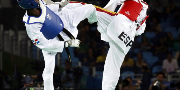 Jesús Tortosa (der) compite por la medalla de bronce de los 58 kilos en taekwondo en los Juegos Olímpicos de Río de Janeiro el 17 de agosto del 2016. Perdió con el dominicano Luisito Pie y terminó quinto. No fue incluido en el equipo español que fue a los Juegos de Tokio pese a tener mejores antecedentes que el competidor que se quedó son esa plaza. (AP Photo/Andrew Medichini, File)