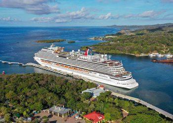 102 dólares gasta en promedio un turista cuando se baja del crucero.