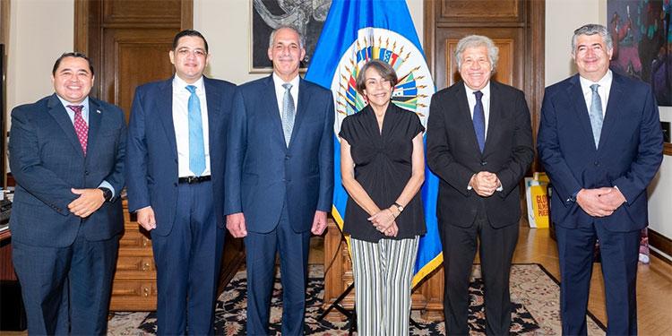En la reunión con Almagro, Papi a la Orden fue acompañado por la candidata a designada presidencial, Mireya Agüero de Corrales.