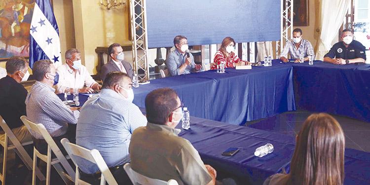 Delegados del sector turismo, sociedad civil, empresas privadas y alcaldías acordaron apoyar al Presidente Juan Orlando Hernández en el proceso de vacunación anticovid.