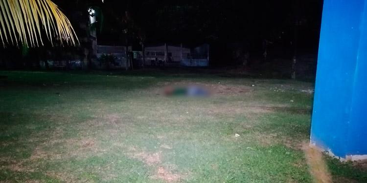 Después del crimen, miembros de la Policía Nacional llegaron al lugar y acordonaron la escena para iniciar las pesquisas del hecho violento.
