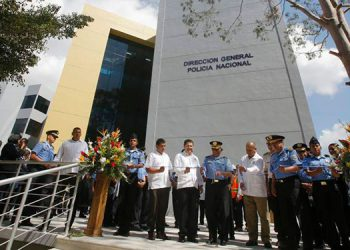 A los actos protocolarios de aniversario asistió el Presidente de la República, Juan Orlando Hernández, y altas autoridades de Seguridad y la Policía Nacional.