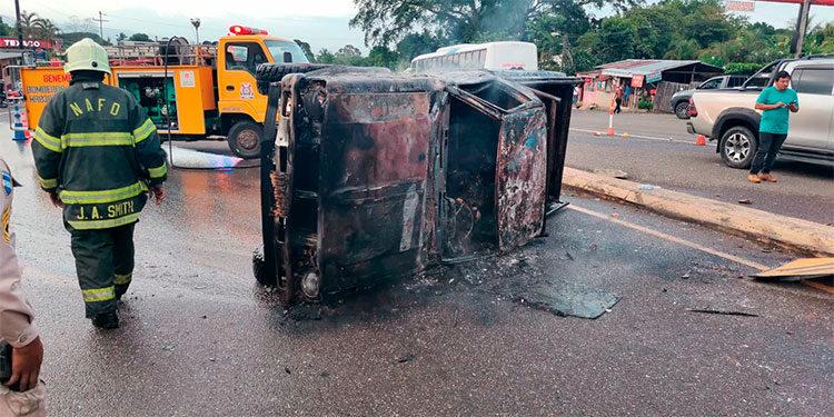 Uno de los decesos aconteció el fin de semana, cuando un carro tomó fuego a la altura de la comunidad de Las Flores, Santa Cruz de Yojoa.