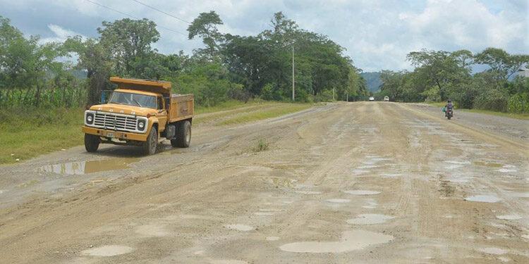 Como una carretera de herradura lucen los 96 kilómetros del corredor entre El Empalme de Jamastrán y Patuca, Olancho.