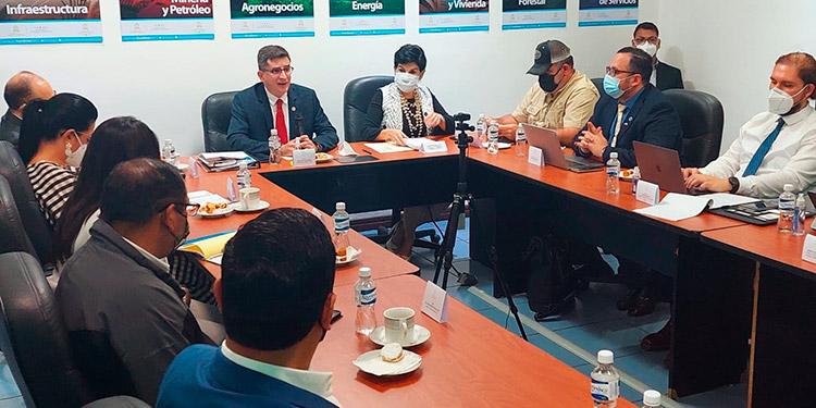 Barreras no arancelarias, transporte y desafíos del acuerdo comercial con Estados Unidos en agenda que discutió la SIECA en Honduras.