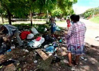 """Varios puntos de la ciudad son usados como basureros """"clandestinos"""" e, inclusive, atrás de una clínica médica privada."""