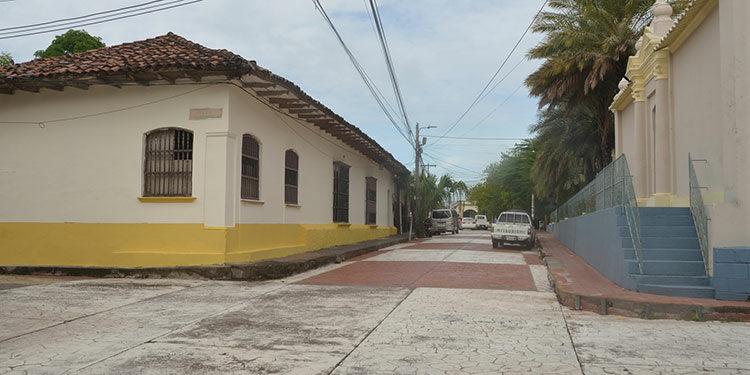 Todas las casas de calle principal del casco histórico están siendo pintadas de dos colores y deberán estar listas el último día de agosto.