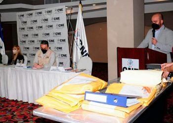 El Consejo Nacional Electoral (CNE), en evento público y en transmisión directa por los nuevos sistemas de comunicación.
