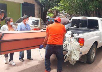 El cuerpo del labrador ayer mismo fue retirado de la morgue capitalina para ser enterrado por sus parientes, en su natal La Ceiba, Atlántida.
