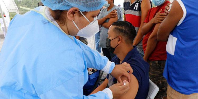 En la primera fase de vacunación la Secretaría de Salud asignó al IHTT, un lote de 19 mil dosis de vacunas.