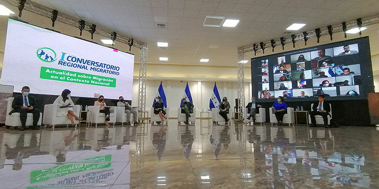 Delegados del gobierno de Honduras y de organismos internacionales disertaron sobre las causas de la migración en la región centroamericana.
