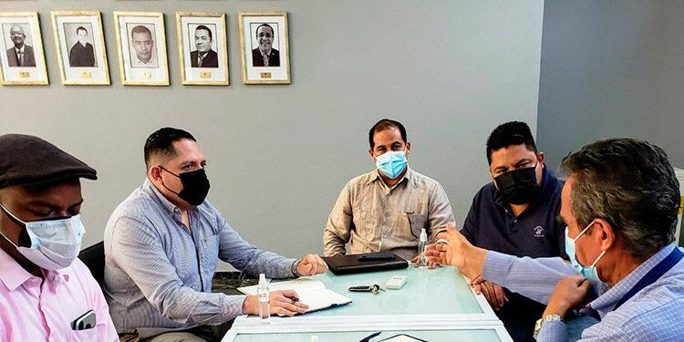 Directivos del CPH con miembros del mecanismo de protección.