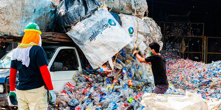 500,000 familias dependen de la recolección de plásticos en Honduras, quienes han aumentado su recolección e ingresos con el programa Hagámosla Circular.