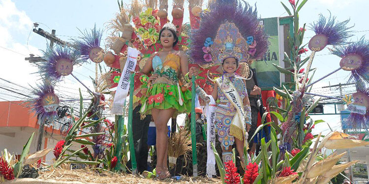 Linsy Aguilar fue electa como Reina Juvenil de Festima, en la última edición de 2019.