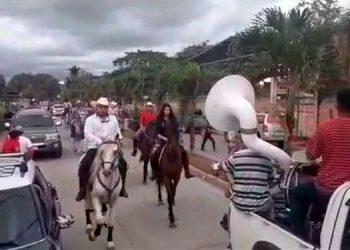 Los sanmarqueños realizaron el desfile hípico, pese a ordenanza municipal que prohibía esa actividad, como otras.