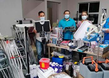 Dotación de equipo médico a centros de salud en la zona oriental con el apoyo del director regional, Marvin Ordóñez.
