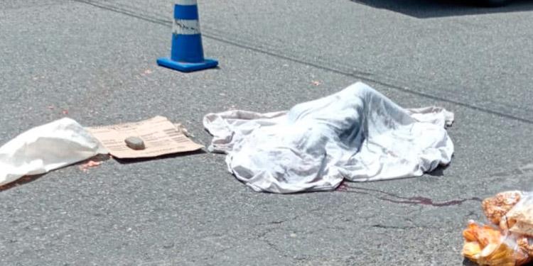 La mujer murió atropellada en una terminal de transporte público.
