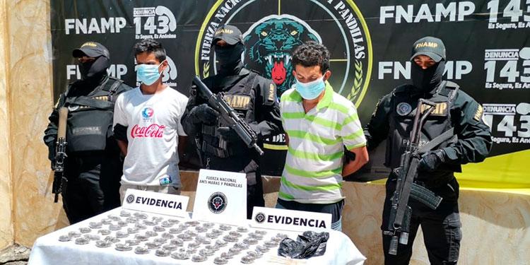 """Darwin Samuel Hernández Rodríguez (18) alias """"Chango"""" y Orlin Exceli Martínez Márquez (33), alias """"Pelleja""""."""