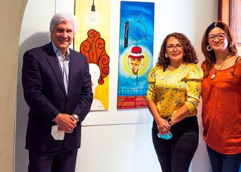 Embajador Juan José Castelli,  Lilian Margarita Sierra Soriano y Paula Alvarado.