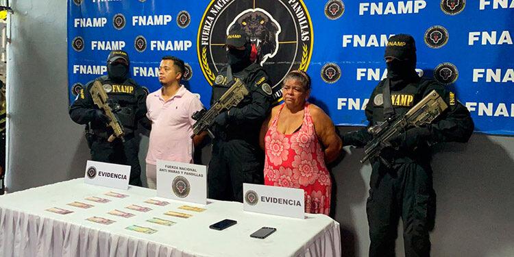 """Sonia Argentina Gutiérrez Torres, alias """"La Madre Sonia"""" y Edwin Andrés Arias Folgar, apodado """"El Ready"""", fueron capturado en La Lima, Cortés.."""