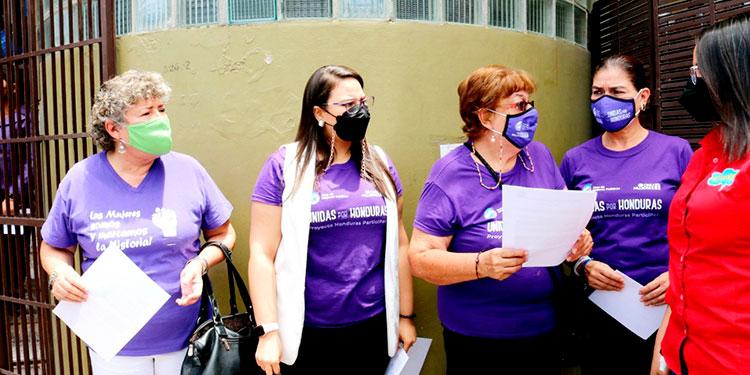 El Foro de Mujeres de Partidos Políticos de Honduras pidió vehementemente al CNE resuelva conforme a ley.