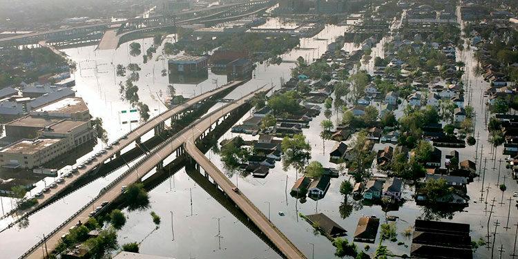 Foto tomada el 30 de agosto de 2005 de los destrozos causados por el huracán Katrina en Nueva Orleans. (AP foto/David J. Phillip, File)